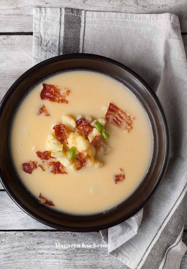 Zupa serowa z kalafiorem i boczkiem. Niezapomniany smak. Przepis po kliknięciu w zdjęcie.