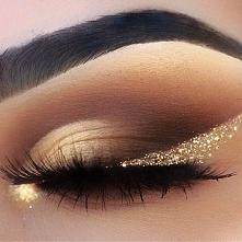 Ładny makijaż ze złotą kreską