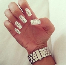 Co myślicie o takich paznokciach? Bedą ładne na sylwestra? Jeszcze zastanawiam się czy srebrne czy złote, jak myślicie?