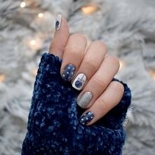 Świąteczne paznokcie | Metaliczny lakier, bombki i śnieżynki