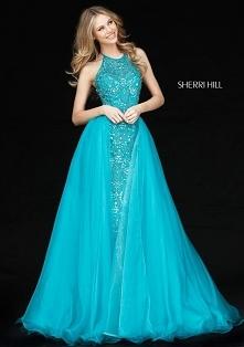 Oryginalny kolor na bal studniówkowy. W takiej sukni z pewnością będziecie się wyróżniać.