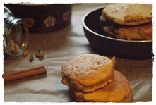 Waniliowe pancakes z gruszką i kardamonem