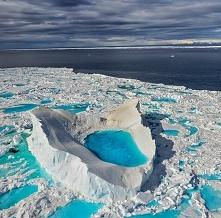 Góra lodowa w Nunavut, Kanada.