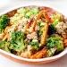 ryż z kurczakiem, marchewką i brokułem