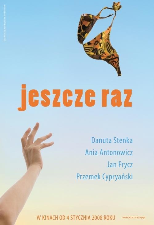 Samotna Anna wybiera się ze znajomymi w Tatry. Równocześnie jej nastoletnia córka jedzie z nowo poznanym chłopakiem nad morze.