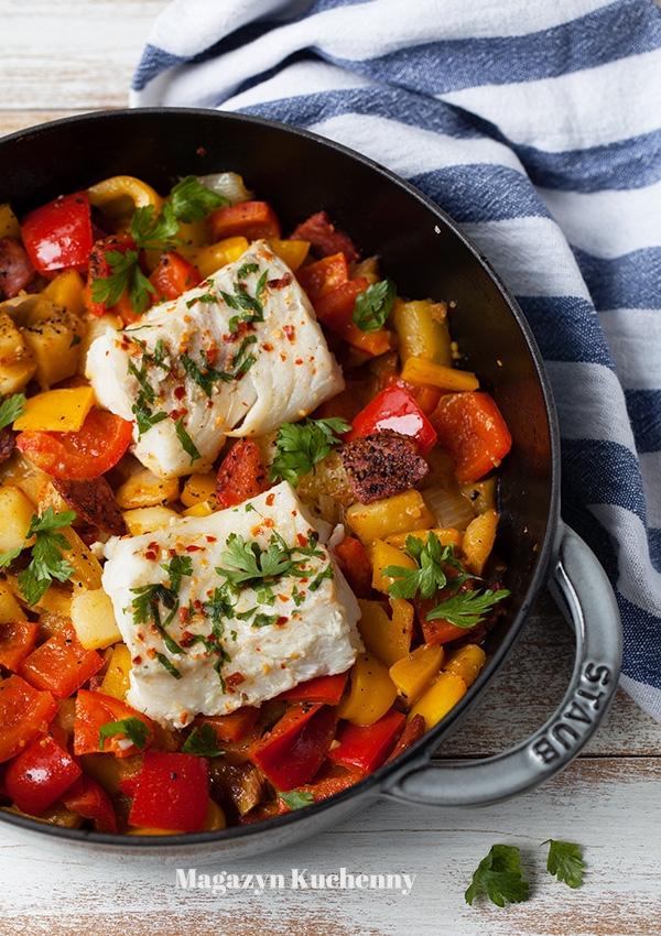 Dorsz duszony z papryką i ziemniakami. Palce lizać. Przepis po kliknięciu w zdjęcie.