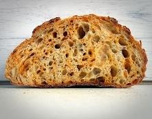 Chleb z cheddarem, wędzoną ...