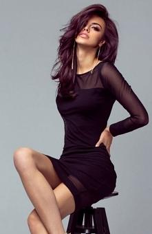 Ivon 207 sukienka czarna Seksowna mała czarna, dopasowany fason podkreśla sylwetkę, sukienka ozdobiona transparentnymi wstawkam