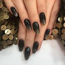 Prosta i elegancka stylizacja z wykorzystaniem Pure Black i Glitter Gold <3