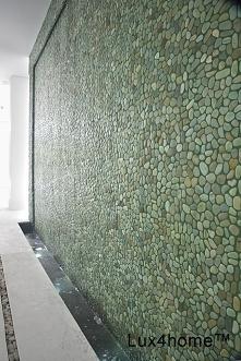 Zielone otoczaki na ścianie – mozaika kamienna na ściany Zielone otoczaki na ścianie - mozaika kamienna na ściany Zielone otoczaki na siatce - mozaika kamienna z otoczaków Lux4h...
