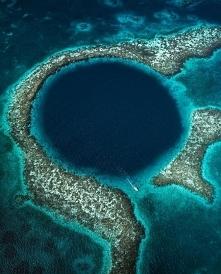 Błękitna dziura na Morzu Karaibskim.