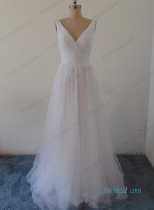 Przedmiot: H0988 Proste miękkie przewiewne suknię ślubną boho na plaży Od: jdsbridal . com
