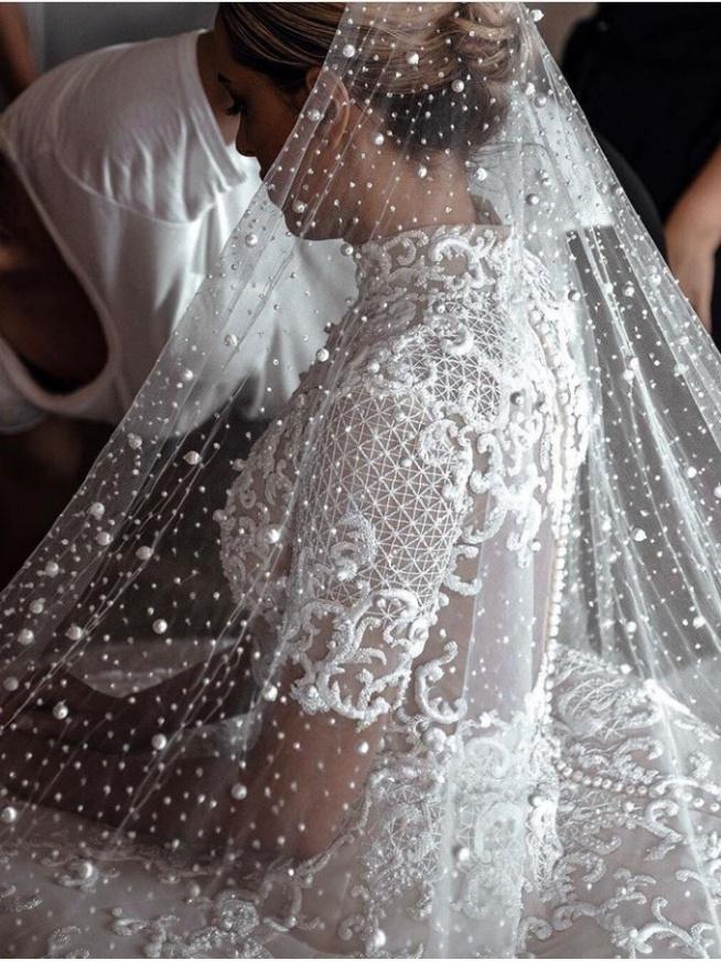 Trendy Ślubne 2018- perełki wracają do łask, zdecydowanie pasują do eleganckiego wesela.