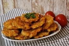 Idealna przekąska gotowa w 20 minut!: Placuszki z kurczakiem i żółtym serem