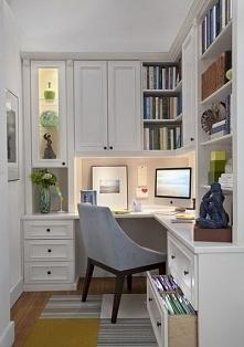 ...mały pokój biurowy