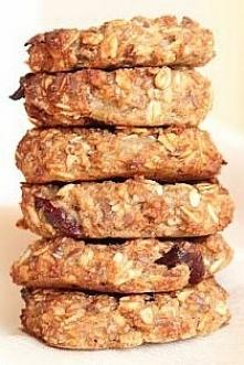 Ciastka owsiane dietetyczne, bez mąki i cukru SKŁADNIKI: 1,5 szklanki gęstego musu jabłkowego 1 jajko 3 łyżki oliwy 1 łyżeczka aromatu migdałowego 1/2 szklanki otrębów pszenn...