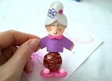 Tutorial ukazujący sposób powstawania lizakowej babci. Idealny pomysł na prezent! :)