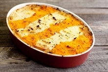 MIęsna zapiekanka pod puree z marchewki i ziemniaków