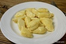 Kluski parzone kładzione  Kluski parzone kładzione - stary odkurzony przepis. Troszkę pracochłonny ale warto :) 500 g wody, 120 g masła, 250 g mąki, 5 jajek, sól  Wodę zagotować...
