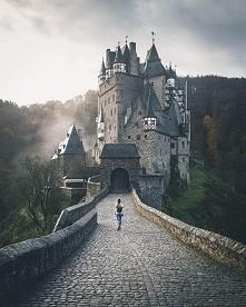 Zamek Eltz w Niemczech.