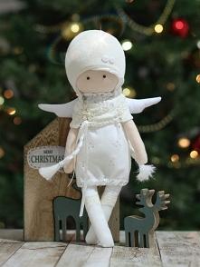 Ręcznie szyty świąteczny aniołek.