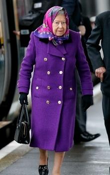 prawdziwa ikona elegancji w kolorze fioletowym. plaszcz trendy 2018