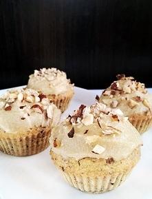 Przepyszne muffiny podwójnie orzechowe.