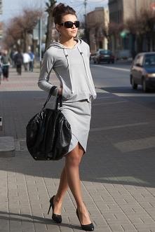 Wielka wyprzedaż ! !! Zapraszamy na nasze aukcje po sukienki w hitowych cenach !!! Link do aukcji w komentarzu :) Komplet dresowy 39 zł !!!