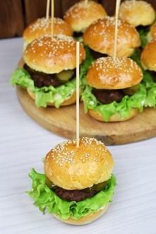 Mini hamburgerki z domowymi bułkami