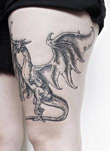 smok na udzie - kobiecy tatuaż