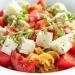 Sałatka makaronowa z pomidorami i fetą