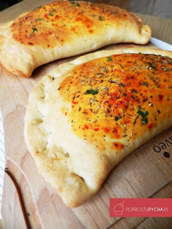 Calzone jest to pizza w kształcie pierożka