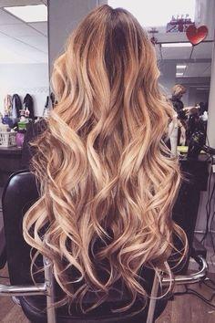 """Hej! :) Mam taką sprawę: mam bardzo sztywne włosy wręcz """"druty"""" ale czasem chciałabym je pokręcić. Jeśli robię to prostownicą to zanim skończę one już zdążą się rozprostować nawet jeżeli spryskam je lakierem i wcześniej użyję pianek. Znacie może jakieś sposoby żeby """"zmiękczyć"""" włosy i żeby loki utrzymały się dłużej?? nie chodzi mi nawet o jakieś bujne loki ale chociaż żeby były lekko pofalowane. Z góry dziękuje <3"""