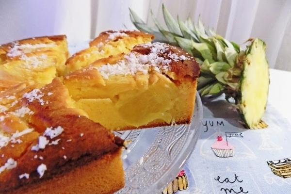 Kokosowe ciasto ze świeżym ananasem