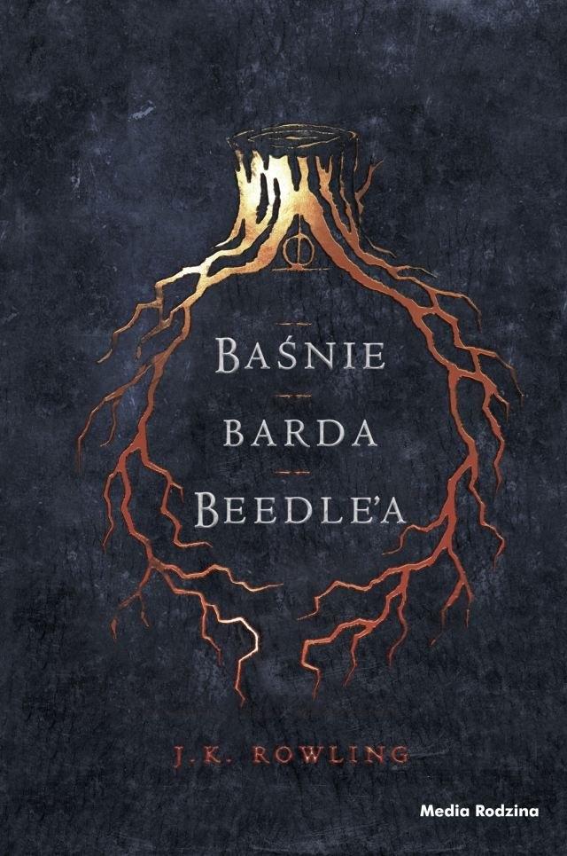 """""""Baśnie barda Beedle'a"""" to zbiór pełen magii, poruszających opowieści, które wzruszają, bawią, a czasem przerażają i wywołują dreszcz lęku przed śmiercią. Przełożone z run antycznych przez Hermionę Granger i opatrzone obszernym komentarzem Albusa Dumbledore'a, to przepiękne wydanie nadaje nowy blask klasycznym baśniom dla młodych czytelników. Zbiór ze wstępem J.K. Rowling i ilustracjami znakomitego chorwackiego artysty Tomislava Tomica przestraszy i zachwyci zarówno mugoli, jak i czarodziejów."""