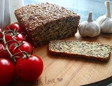 Świeży domowy chlebek czosnkowy bez mąki, bez drożdży, aromat czuć w całym domu i wtedy dom naprawdę pachnie domem, chyba dopada mnie tęsknota za Polska szczególnie że na święta...