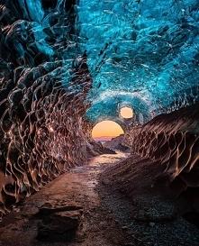 Niesamowita jaskinia lodowa