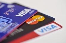 Karta płatnicza w podróży?  Są 4 rodzaje błędów, które popełniamy. Sprawdź cz...