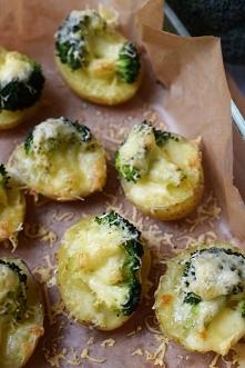Zapiekane ziemniaczki w mundurkach z brokułami