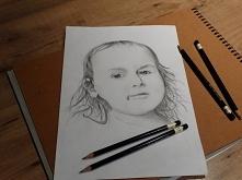 Portret rysowany ołówkami. ...