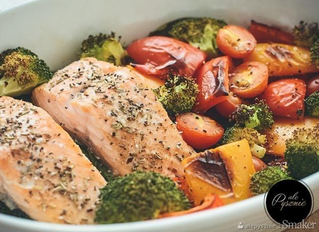 łosoś pieczony w folii z warzywami