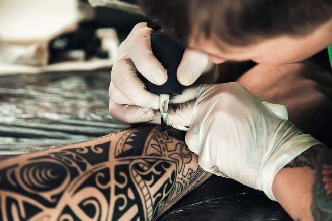 Tatuaż - zasady bezpieczeństwa podczas wykonywania