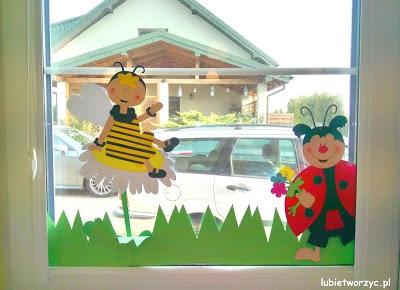 Pszczółka i biedronka - elementy wiosennej dekoracji okiennej w przedszkolu :)