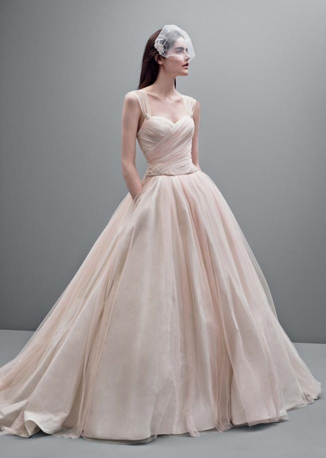 Są wśród Was wielbicielki sukien ślubnych w kolorze pudrowego różu? :) Jeśli tak, na weselenaoku.pl znajdziecie więcej inspiracji :)   Fot. Vera Wang