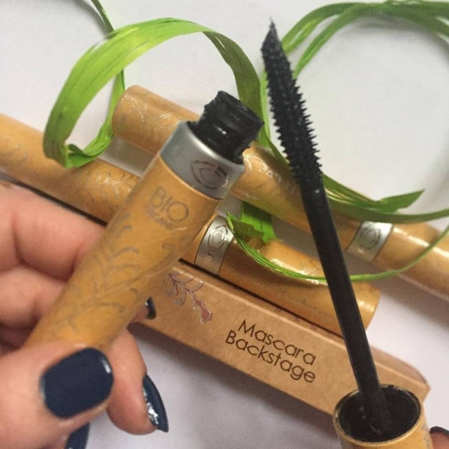 Cudna mascara Couleur Caramel ze silikonową szczoteczką! Pięknie rozdziela rzęsy, wydłuża je i pogrubia. Nie rozmazuje się i długo utrzymuje! Skład #inci i więcej informacji na stronie ekozuzu.pl