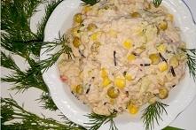 Ryżowa sałatka z tuńczykiem, brokułem i mieszanką meksykańską