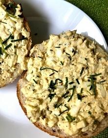 Idealna na śniadanie, a nawet na imprezę - szybka pasta jajeczna. Przepis po kliknięciu w zdjęcie.