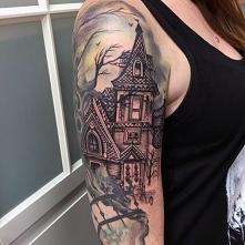 mroczny zamek na ramieniu