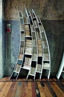 Nietypowy regał i inne pomysły na przechowywanie książek