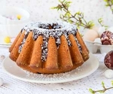 Babka kokosowa  Bardzo kokosowa babka. Ciasto nie należy do lekkich, jest rac...